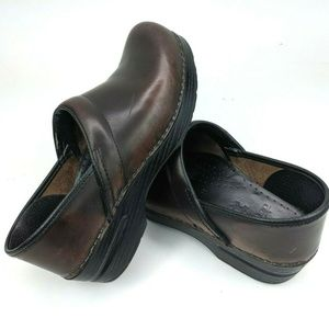 Dansko Women's Size 39 Classic Leather Clogs